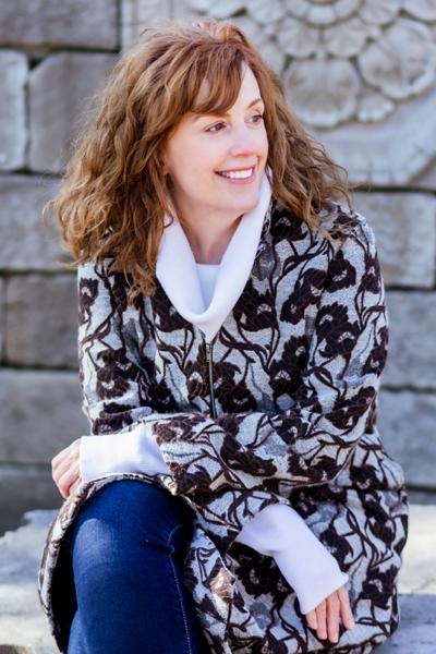 portrait photo of Lisa Villeneuve